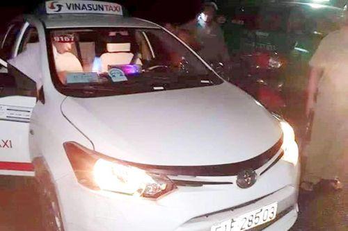 Khách cứa cổ tài xế taxi Vinasun lĩnh 9 năm tù
