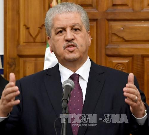 Tòa án Algeria hoãn xét xử án tham nhũng liên quan hai cựu thủ tướng