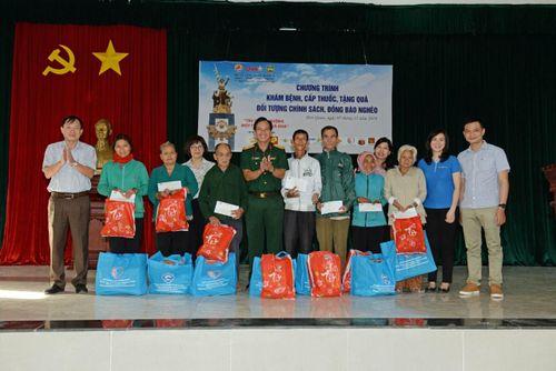Khám bệnh, cấp thuốc, tặng quà cho bà con huyện Hớn Quản, tỉnh Bình Phước