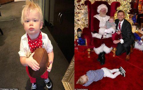 Chụp ảnh cùng ông già Noel, cháu trai TT Trump ngủ gục ra sàn
