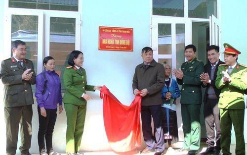 Thanh Hóa: Bàn giao nhà tình nghĩa cho gia đình liệt sĩ Thao Văn Súa