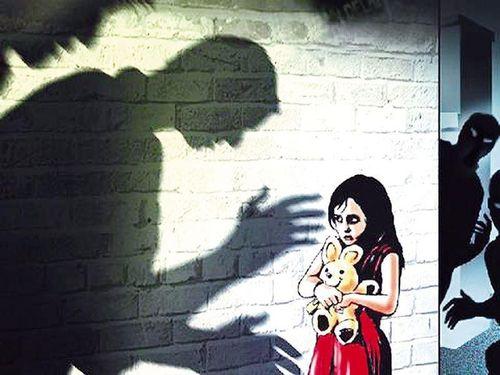 Làm thế nào để bảo vệ con trẻ khi nguy hiểm đến từ người quen