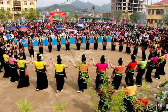 Lễ hội văn hóa du lịch trong bối cảnh kinh tế thị trường ở Việt Nam