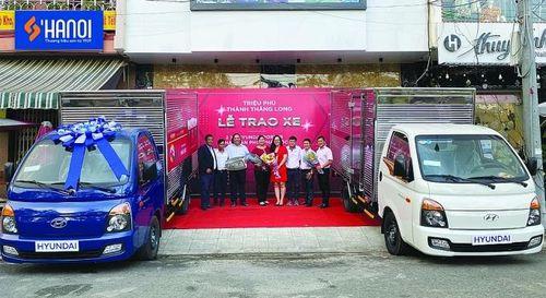 Sơn Hà Nội trao tặng xe Hyundai Porter cho đối tác xuất sắc phía Nam
