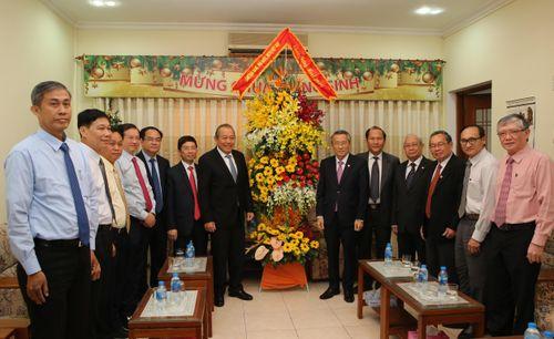 Phó Thủ tướng thăm, tặng quà các cơ sở Công giáo, Tin lành