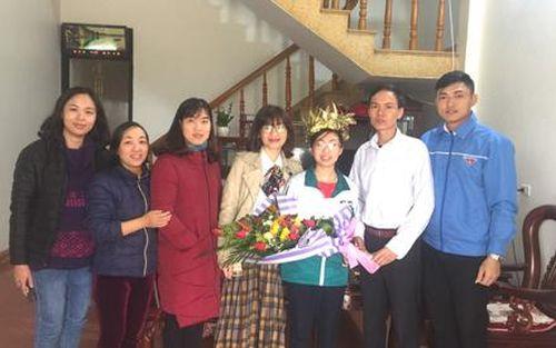 Trao học bổng cho thí sinh Ninh Bình đạt giải nhất cuộc thi quý I Đường lên đỉnh Olympia