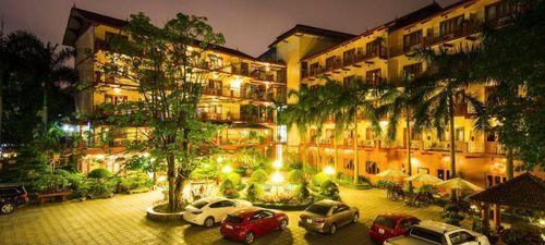 Cổ phiếu Đông Á Hotel bật trần dù kinh doanh thua lỗ, Phó tổng tháo chạy