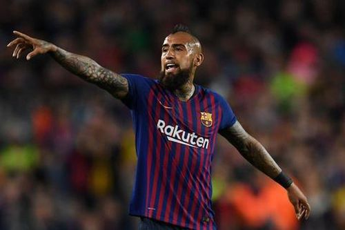 Vidal kiện Barca ra tòa vì quỵt tiền thưởng