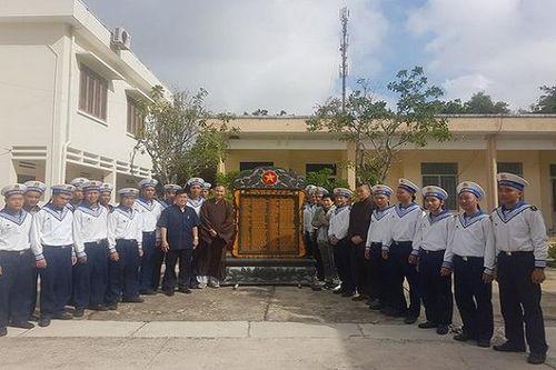 Bình Tây hỗ trợ đặt bia tưởng niệm cho 64 liệt sỹ Gạc Ma tại đảo Nam yết- Trường Sa