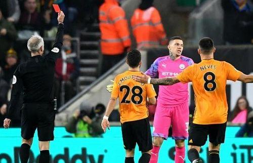 Thua ngược trước Wolves, Man City hết cơ hội bám đuổi Liverpool