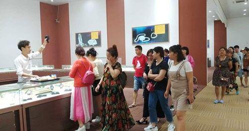 Khó xử lý cửa hàng dành cho khách Trung Quốc