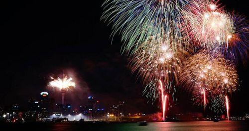 Pháo hoa rực rỡ mừng New Zealand bước sang năm mới 2020