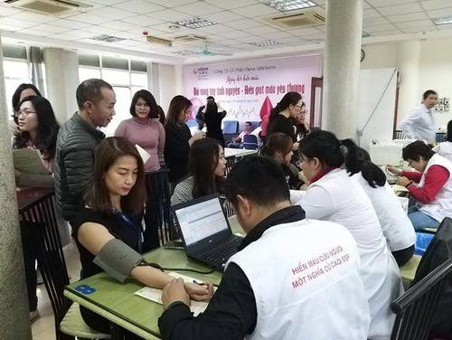 Hơn 100 cán bộ Diana Unicharm Hà Nội hiến gần 20.000ml máu