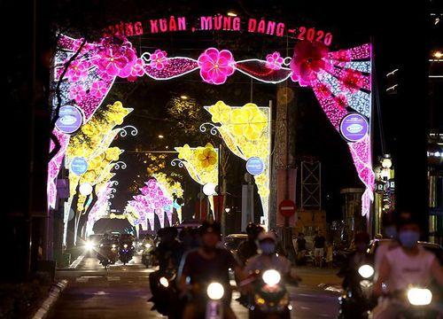 Đường phố Sài Gòn rực rỡ đón năm mới 2020