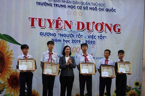 TP.HCM: Tuyên dương nhóm học sinh nhặt được gần 22 triệu đồng đem trả lại người mất