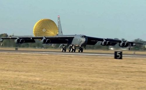 Mỹ đưa các máy bay ném bom tới gần biên giới Iran