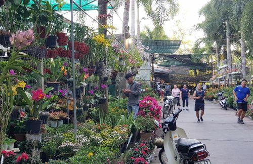 Hàng chục hộ kinh doanh ở Hồ Nước Ngọt nhận thông báo di dời tài sản ngày cận Tết