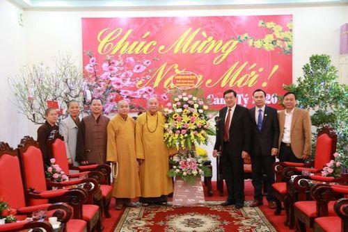 Tuyên Quang : HT.Thích Gia Quang và phái đoàn chúc Tết chính quyền