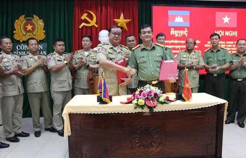 Phối hợp giữ vững an ninh, trật tự biên giới Việt Nam - Campuchia