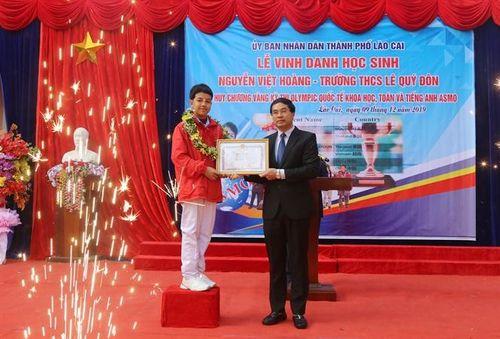 'Cậu bé vàng' của giáo dục Lào Cai