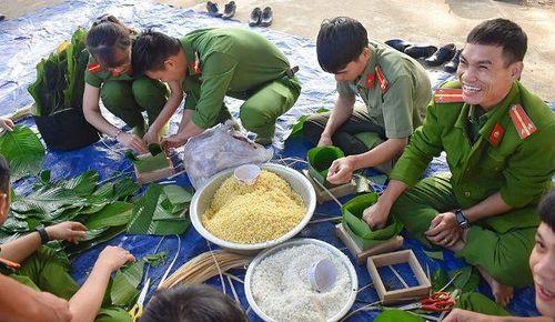 Hơn 10.000 bánh chưng xanh đến với bà con vùng sâu, vùng xa tỉnh Đắk Lắk