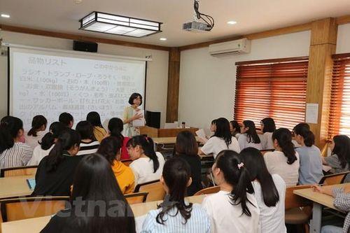 Cô giáo người Nhật Bản với tình yêu áo dài, đàn bầu và Việt Nam