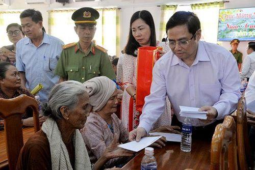 Lãnh đạo Đảng, Nhà nước và thành phố Hà Nội thăm, chúc Tết tại các đơn vị, địa phương