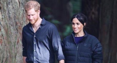 Vừa đến Canada, Hoàng tử Anh cùng vợ vội 'tuyên chiến' với truyền thông