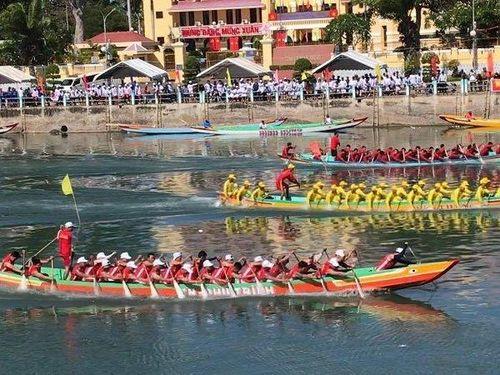 Náo nhiệt Lễ hội đua thuyền mừng xuân Canh Tý tại Bình Thuận