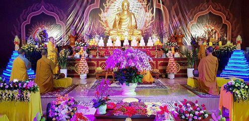Nhiều chùa khai bút và cầu an toàn giao thông