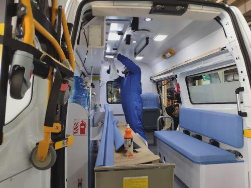 Khám phá bí ẩn về loại xe cứu thương đặc biệt đối phó với virus corona của Trung Quốc