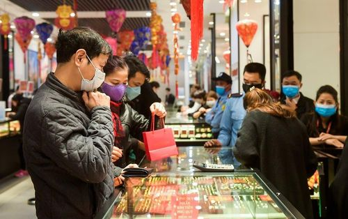Ngày Thần Tài: Khách mua vàng cầu may sôi động nhưng giảm so với năm ngoái