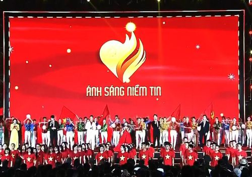 Cầu truyền hình 'Ánh sáng niềm tin' kỷ niệm 90 năm Ngày thành lập Đảng