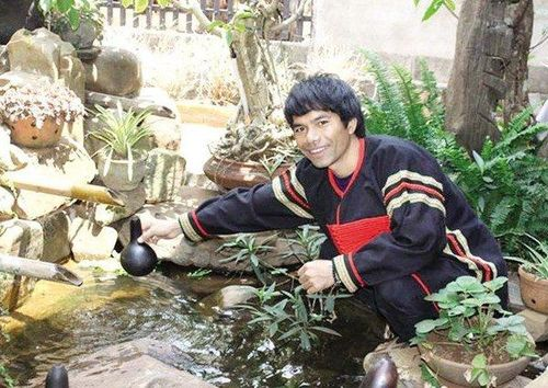 Cùng trong top 6 Vietnam Idol 2012 nhưng người thì nổi tiếng, người về quê chăn lợn