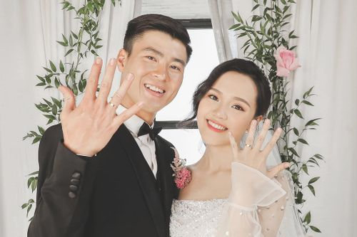 Duy Mạnh bảnh bao diện lễ phục trong ngày cưới