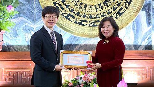 Trao tặng Kỷ niệm chương 'Vì sự nghiệp Tòa án' cho Thẩm phán Park Hyunsoo