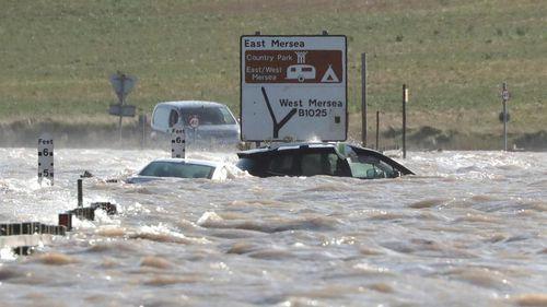 Siêu bão Ciara tấn công châu Âu, ít nhất 2 người thiệt mạng