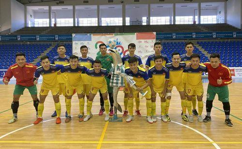 ĐT futsal Việt Nam đánh tennis trước đội bóng của Tây Ban Nha