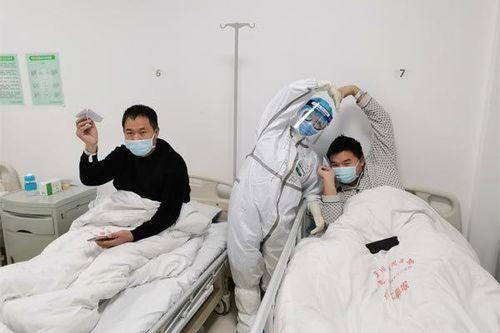 Chồng nhập viện vì Covid-19, vợ đòi vào phòng cách ly chăm sóc