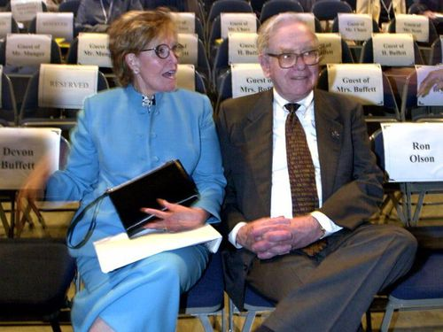 Người vợ 'kỳ lạ' của tỷ phú nổi tiếng Warren Buffett