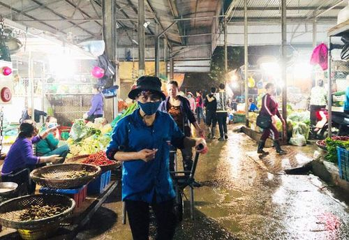 Nhọc nhằn nơi chợ đêm nông sản