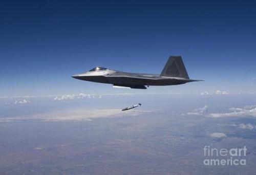 F-22 đã biết đánh trúng mục tiêu mặt đất