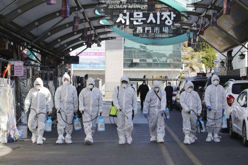 Chuyên gia cảnh báo virus corona 'bùng nổ' ở Hàn Quốc
