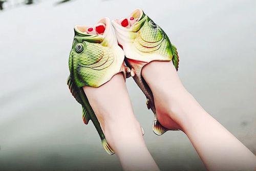 Dép con cá và những kiểu giày độc lạ nhất thế giới
