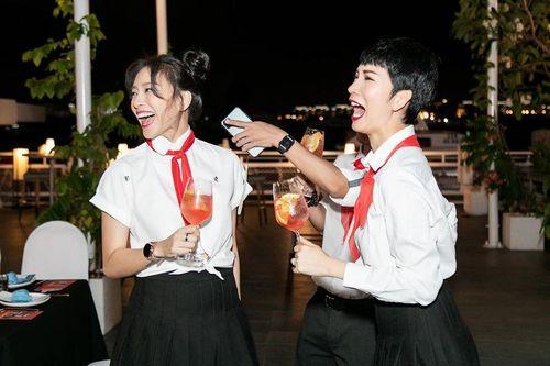 Ngô Thanh Vân hóa học sinh 'quậy tưng' cùng Xuân Lan