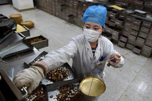 85% bệnh nhân Covid-19 ở Trung Quốc được điều trị y học cổ truyền