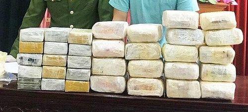 Bắt giữ 5 đối tượng trong đường dây vận chuyển ma túy