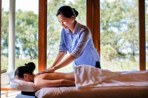 Azerai Cần Thơ giới thiệu chương trình Yoga nghỉ dưỡng phục vụ du khách