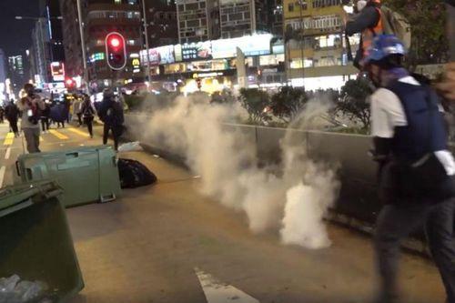 Người biểu tình Hong Kong lại xuống đường bất chấp Covid-19