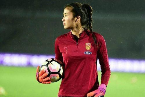 Thủ môn nữ cao 1,88 m thường bị nhầm là người mẫu ở Trung Quốc